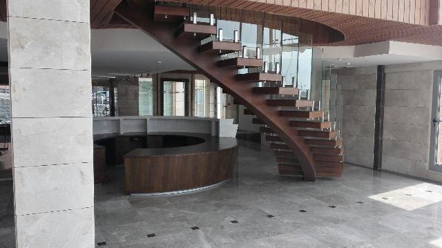 پله گرد زیر محور (محور میانی)